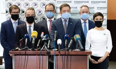 Společná tisková konference představitelů Pirátů a STAN (FB)