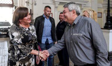 Ministryně financí Alena Schillerová (za ANO) a předseda KSČM Vojtěch Filip  (ČTK)