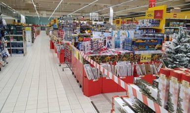 Předvánoční podoba supermarketu Tesco na Slovensku (FB)