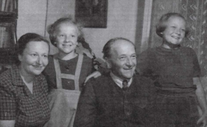 František Schnurmacher se ženou Vally a dcerami Helenou (vpravo) a Hanou  (Post Bellum)