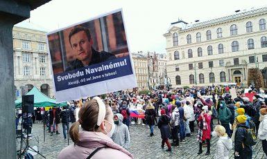 Protesty proti zadržení Alexeje Navalného v Praze.  (Jenny Nowak)