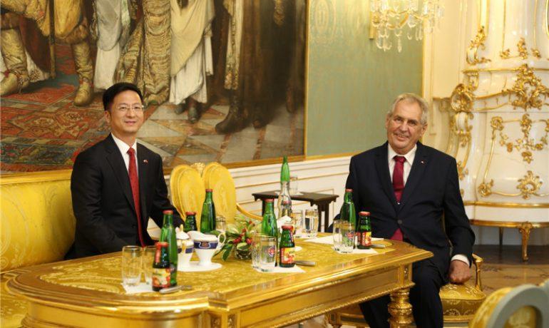 Miloš Zeman má řadu přátel, kteří soustavně vyhrožují České republice (www.chinaembassy.cz)