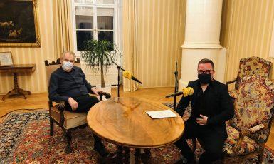 Miloš Zeman v Prezidentském Press klubu na Frekvenci 1 (twitter Jiřího Ovčáčka)
