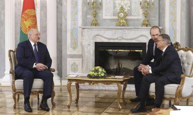 Běloruský prezident Alexandr Lukašenko a prezident Mezinárodní hokejové federace (IIHF) René Fasel (FB)