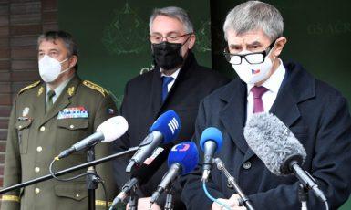 Náčelník generálního štábu Aleš Opata, ministr obrany Lubomír Metnar a premiér Andrej Babiš  (ČTK)