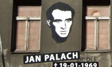 Fasáda někdejší kliniky v pražské Legerově ulici, kde roku 1969 zemřel Jan Palach (wikipedie)