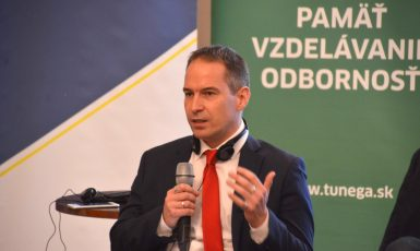 Docent sociální a politické psychologie Péter Krekó z ELTE University v Budapešti  (FB Pétera Krekóa)
