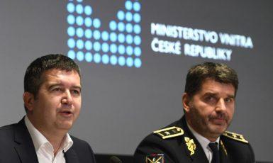 Ministr vnitra Jan Hamáček a policejní prezident Jan Švejdar (print screen ČT24)