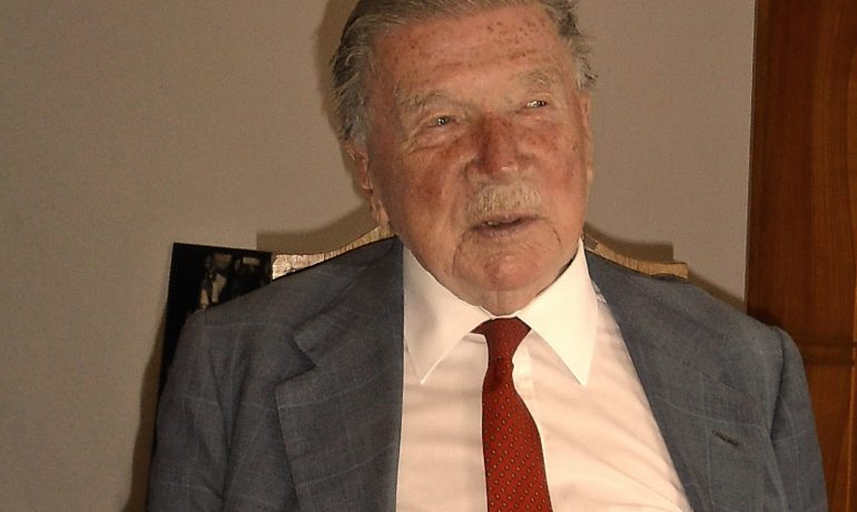 Paměť národa, Jan Holík