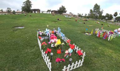 Rose Hills Memorial Park v jižní Kalifornii. (youtube)