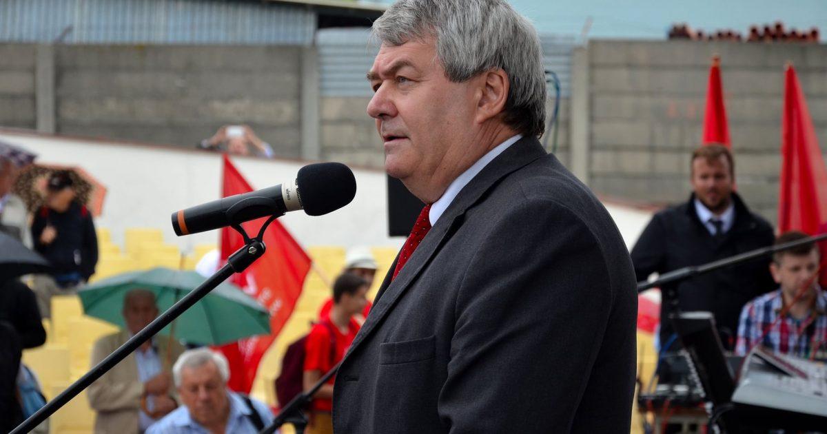 Zoufalí komunisté: Ani předsedy, který je přivedl až na dno, se nejsou schopni zbavit