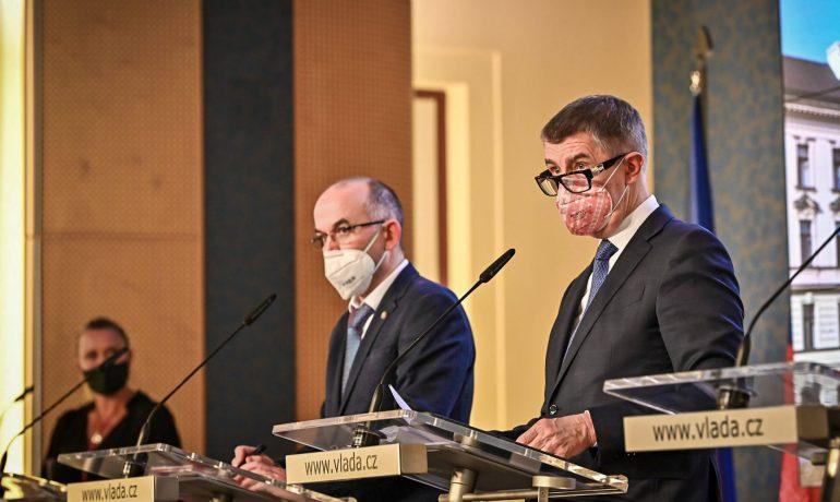 Předseda vlády Andrej Babiš (ANO) a ministr zdravotnictví Jan Blatný (za ANO) (ČTK)