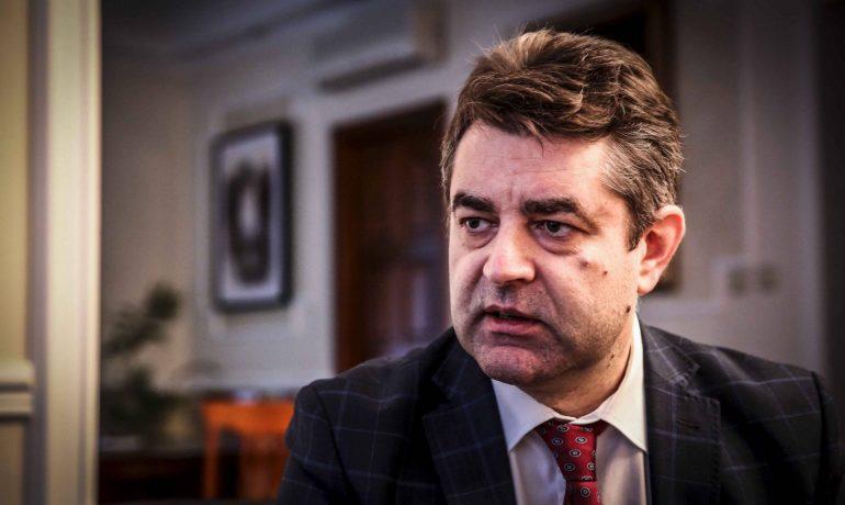 Ukrajinský velvyslanec Jevhen Perebyjnis (Pavel Hofman)