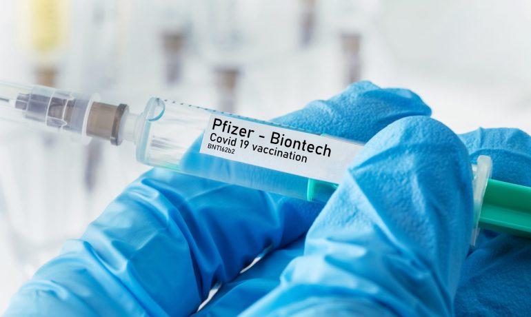 Vakcína Pfizer/BioNTech (AdobeStock)