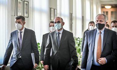 Premiér Andrej Babiš, ministr zdravotnictví Jan Blatný a jeho předchůdce Roman Prymula (FB)