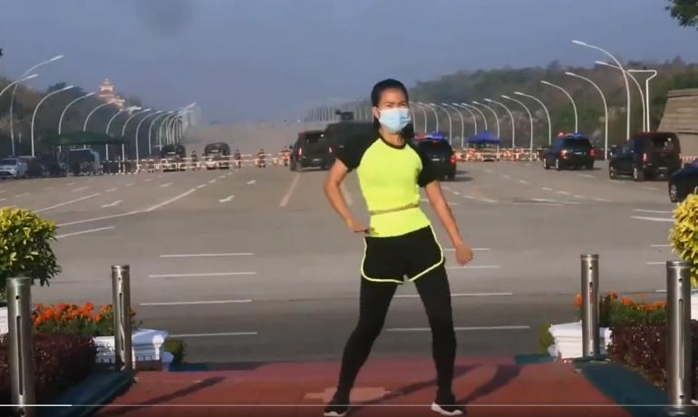Barmaská cvičitelka natočila puč (Twitter)