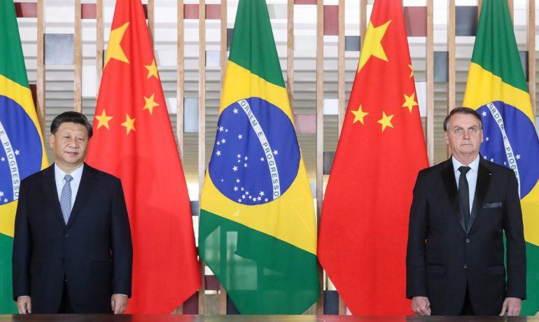 Bolsonaro a soudruh Si na summitu států BRICS (2019)  (dialogochino.net)