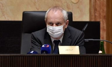 Soudce zpravodaj Jan Filip ve sněmovně Ústavního soudu v Brně (ČTK)