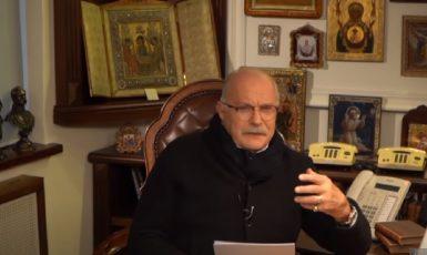 Ruský režisér Nikita Michalkov. (youtube/ БесогонTV)
