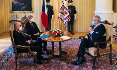 Ministr zdravotnictví Jan Blatný, premiér Andrej Babiš (oba ANO) a prezident Miloš Zeman (ČTK)