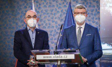 Ministr zdravotnictví Jan Blatný a ministr průmyslu a obchodu a dopravy Karel Havlíček (oba za ANO) (FB Úřad vlády)
