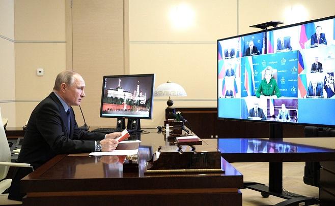 """Také ruský """"car"""" Putin přemýšlí o tom, jak předehnat Evropu (Moskva 2021) (Profimedia.cz)"""
