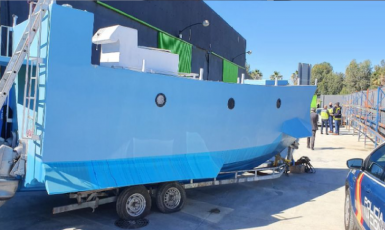 Ponorka připravená pašeráky na cestu s drogami byla odhalena ještě dřív, než stačila vyplout. (Policía Nacional @policia)