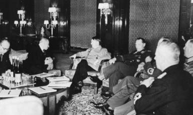 Jednání v Berlíně v noci z 14. na 15. března 1939. (commons.wikimedia.org/https://bundesarchiv.de)