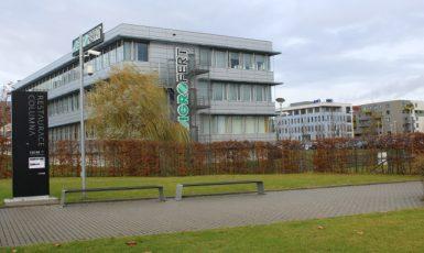 Sídlo společnosti Agrofert  na pražském Chodově. V pozadí sídlo hnutí ANO (ANO)