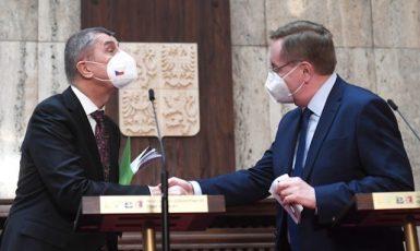 Premiér Andrej Babiš (ANO) a ministr zdravotnictvíPetr Arenberger (za ANO) (ČTK)
