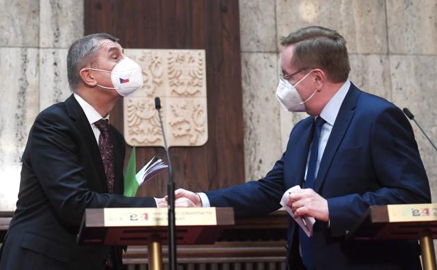 Premiér Andrej Babiš uvádí do funkce nového ministra zdravotnictvíPetra Arenbergera  (ČTK)