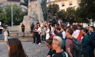 Demonstrace na podporu svobody a demokracie v Bělorusku (Praha, srpen 2020) (Max Ščur)