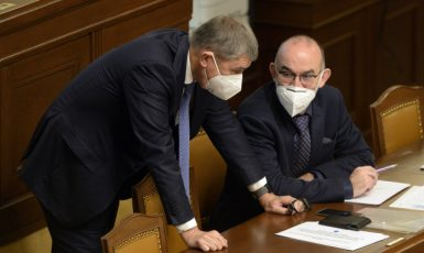 Zleva premiér Andrej Babiš (ANO) a exministr zdravotnictví Jan Blatný (za ANO) (ČTK)