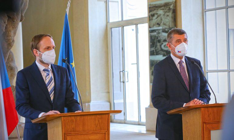 Ministr zahraničí Jakub Kulhánek (ČSSD), předseda vlády Andrej Babiš (ANO) (Úřad vlády ČR)