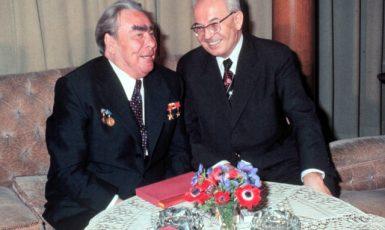 Sovětsko-ruský imperátor Brežněv s gubernátorem Husákem na Pražském hradě (1978) (ČTK)