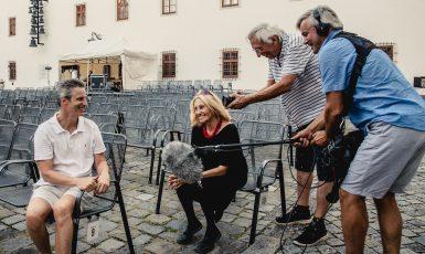 Záběr z natáčení filmu Michael Kocáb – Rocker versus politik (Irena Zlámalová)