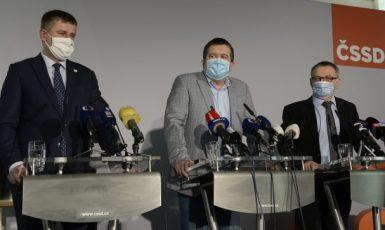 Exministr zahraničí Tomáš Petříček, ministr vnitra Jan Hamáček a ministr kultury Lubomír Zaorálek (všichni ČSSD)  (ČTK)