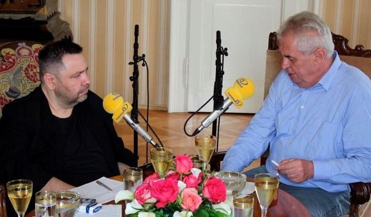 Moderátor a člen Rady České televize Lubomír Xaver Veselý a prezident Miloš Zeman (FB Lubomír Xaver Veselý)
