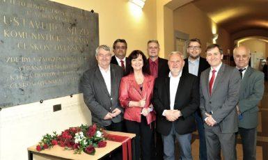 Vojtěch Filip, Petr Šimůnek, Marta Semelová, Stanislav Grospič, Václav Ort, Milan Krajča, Roman Blaško a Arnold Grega (zleva). (KSČM)