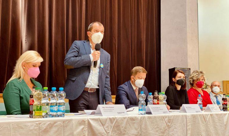 Věslav Michalik (druhý zprava) (STAN Středočeský kraj)