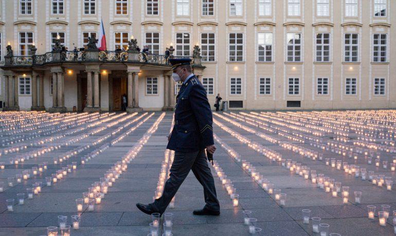 Pietní akce na Pražském hradě za oběti koronaviru  (Ray Baseley)