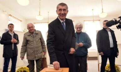 Premiér Andrej Babiš (ANO) u volební urny  (ČTK)