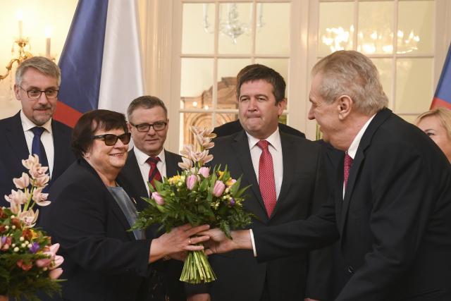 Zemanova kytice pro Benešovou – návštěva vlády v Lánech (24. 2. 2020) (ČTK/Kamaryt Michal)