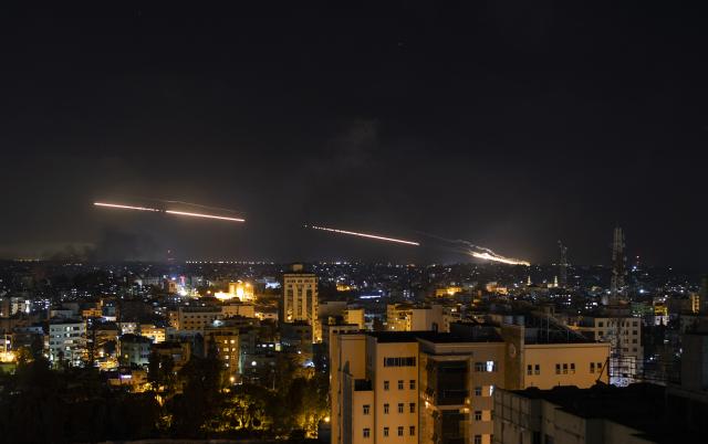 Útoky Palestinců z Gazy na Izrael (květen 2021) (ČTK/AP/Khalil Hamra)