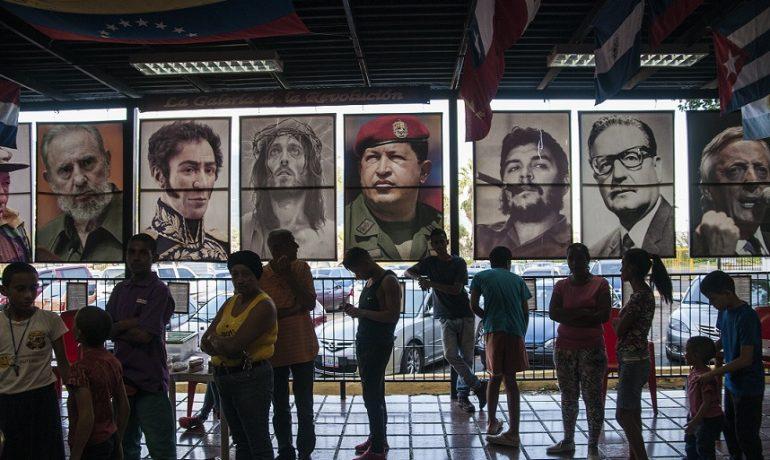Ikonami tzv. socialismu 21. století jsou Kristus i Bolívar, Che Guevara, Castro i Chávez  (wikimedia commons (Eneas De Troya))