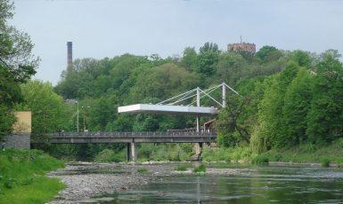 Most Družby, spojující Český Těšín (nalevo) s polským Těšínem (napravo). (creativecommons.org/licenses/by/2.5/Ondřej Žváček)