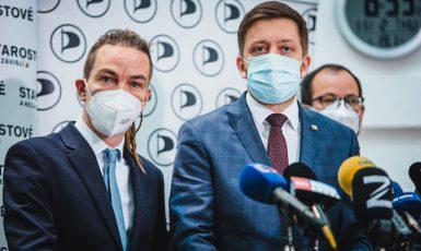 Lídři koalice Piráti a STAN – Ivan Bartoš a Vít Rakušan. (Česká pirátská strana / se svolením autora)