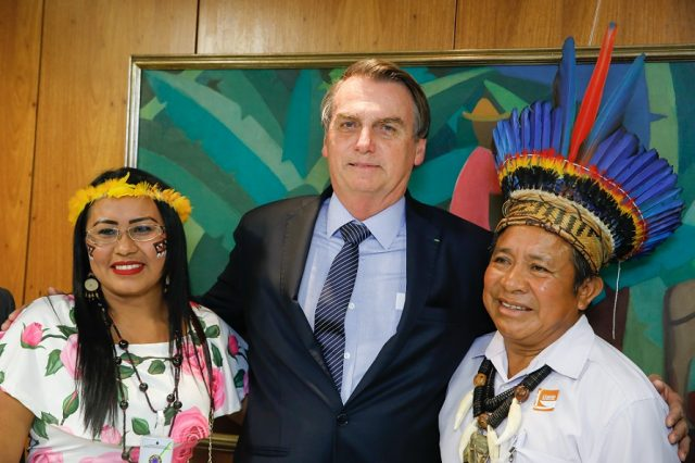 Brazilský prezident Bolsonaro se zástupci indiánského obyvatelstva (Brasília 2019) (Carolina Antunes/PR (flickr))