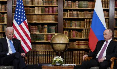 Joe Biden a Vladimir Putin během summitu v Ženevě (16. 6. 2021) (ČTK/AP/Patrick Semansky, PS)