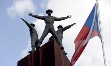 Památník Operace Anthropoid v Praze-Libni (místo úspěšného útoku čs. parašutistů na R. Heydricha) (ČTK/Krumphanzl Michal)